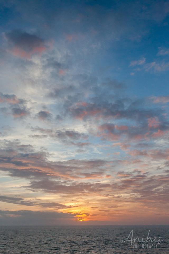 Découvrez Granville, Manche en hiver. Une petite promenade et un beau coucher de soleil