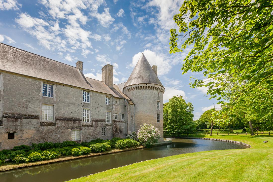 Le Château de Colmbières - Monument historique et chambres d'hôtes aux même temps - Photographe Sabina Lorkin - Anibas Photography - Normandie