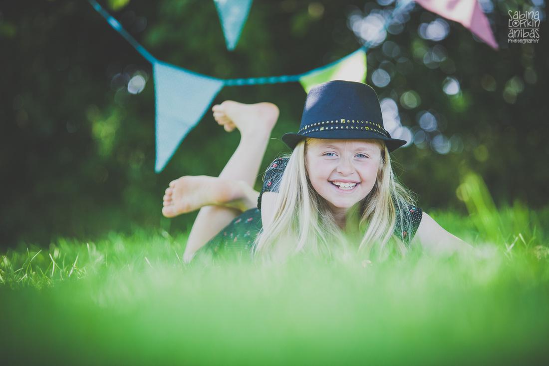 Anibas-Photography-photographe-de-famille-normandie-ete-sous-les-arbres-9442