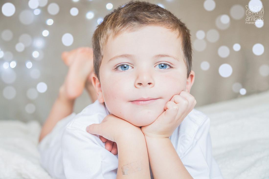 Photographe d'enfants en Normandie Sabina Lorkin | Anibas Photography - Séance photos thëme Noël - Manche Calvados Orne