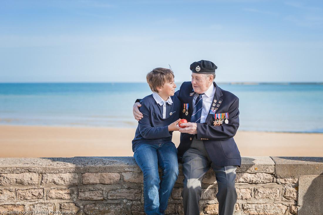 Les Anciens Combattants du D-Day retournent aux plages de débarquement à Arromanches-les-Bains Normandie